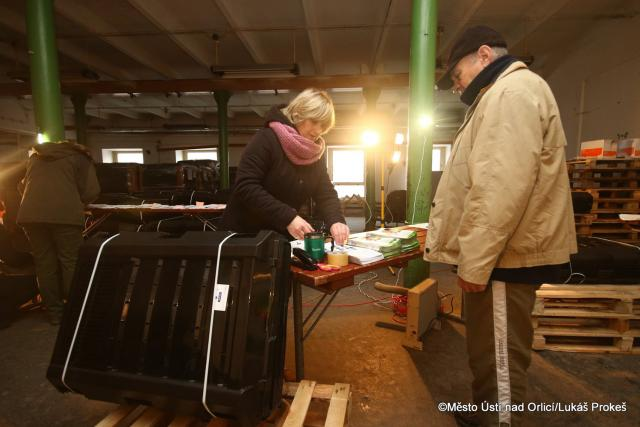 V Ústí nad Orlicí rozdávají lidem kompostéry zdarma