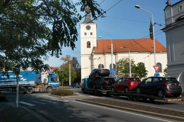 Přes Lázně Bohdaneč jezdí tisíce kamionů