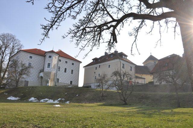 Uvnitř nasavrckého zámku je obsáhlá výstava o historii keltského osídlení