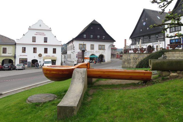 Dřevěná lžíce v Jablonném nad Orlicí je největší v Česku