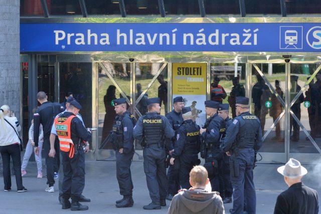 Policisté evakuovali hlavní nádraží v Praze