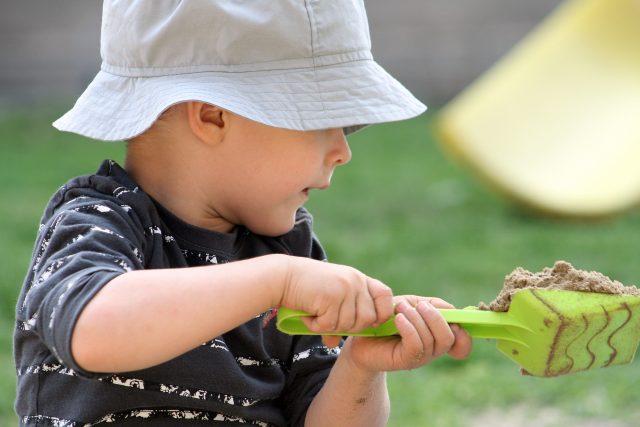 Písek, pískoviště, dítě, hračky, plast