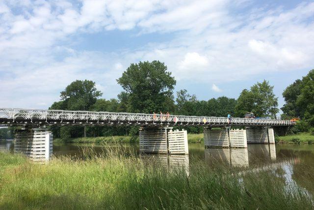 Most přes Labe ve Valech