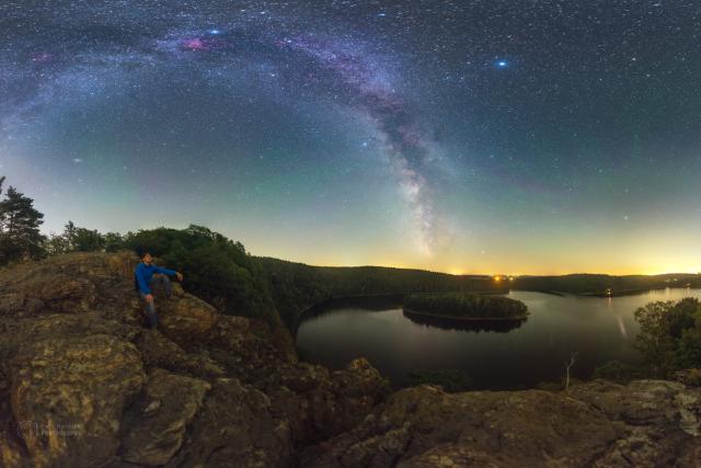 Mléčná dráha nad vodní nádrží Seč