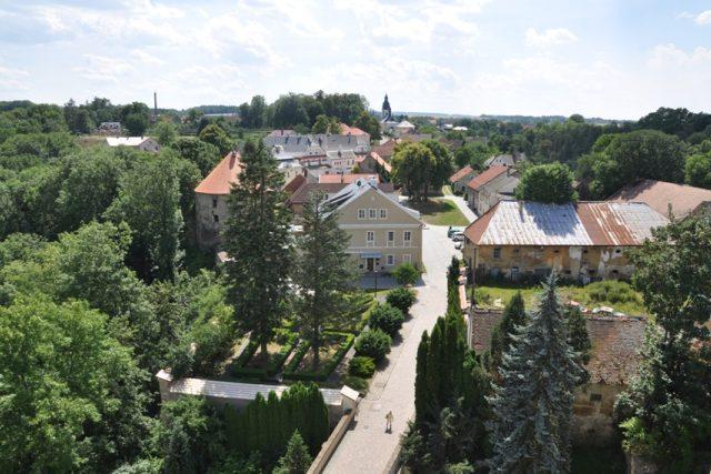 Pohled z Rychmburku na městečko,  které bylo uvnitř hradeb | foto: Šárka Kuchtová,  Český rozhlas