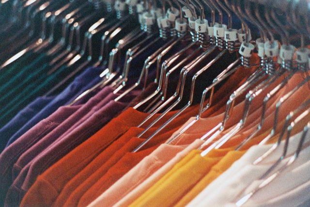 oblečení - oděvní průmysl - móda - módní