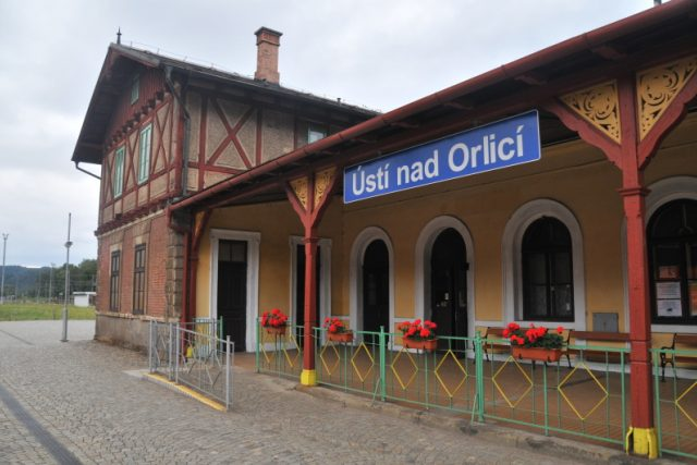 V Ústí nad Orlicí nadšenci zachraňují historickou budovu nádraží   foto: Šárka Rusnáková,  Český rozhlas