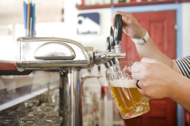 pivo, pípa, hospoda, alkohol (ilustrační foto)
