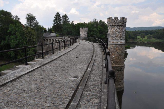 Pařížov je stoletý hrad na řece Doubravě