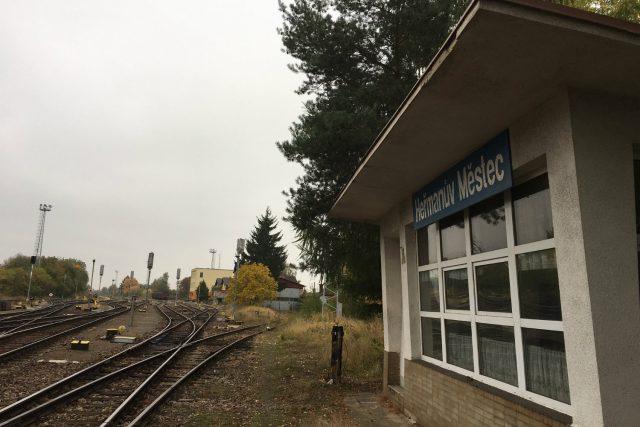 Že by se na koleje mezi Chrudimí a Heřmanovým Městcem vrátily vlaky,  není pravděpodobné