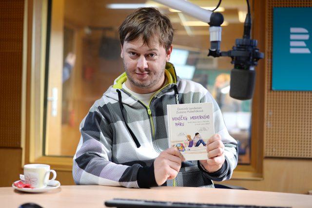Dominik Landsman s novou knihou   foto: Honza Ptáček,  Český rozhlas