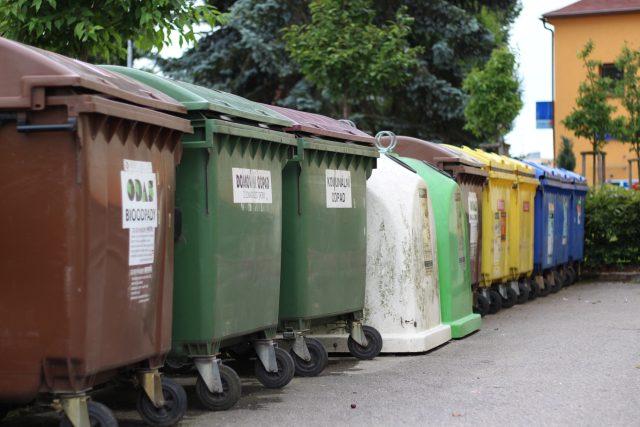 Kontejnery,  třídění odpadu | foto: Milan Kopecký,  Český rozhlas