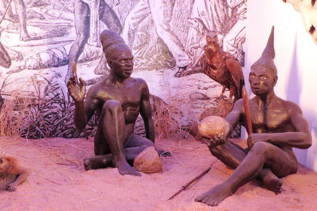 Figuríny příslušníků afrického kmene Mašukulumbů, se kterým se Dr. Emil Holub střetl u africké Galulongy