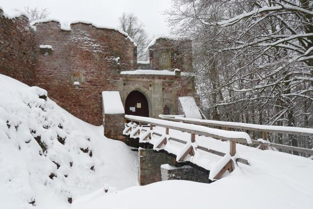 U brány hradu Litice najdete památku na to, že zde žil král Jiří z Poděbrad