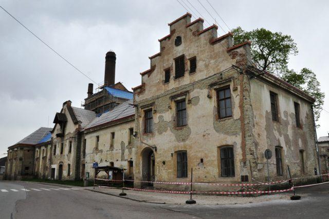 Rosický pivovar dostává novou střechu