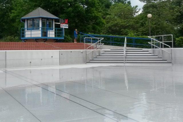 Plavčík v Aquacentru zatím není potřeba