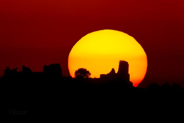 Západ slunce na hradě Lichnice