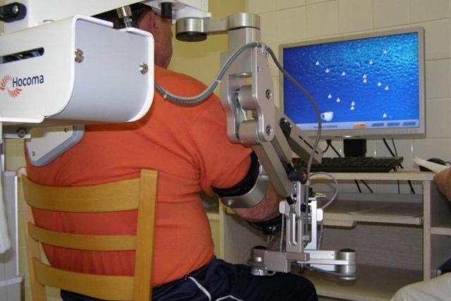 Virtuální rehabilitace: přístroj na cvičení rukou