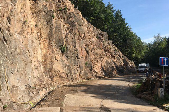 Ze skály u hráze křižanovické přehrady dělníci odtěžili skoro 400 tun kamene