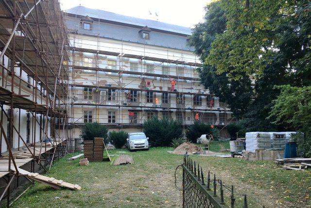 Na zámku ve Slatiňanech začala rekonstrukce. Budova se vrátí do podoby před 100 lety