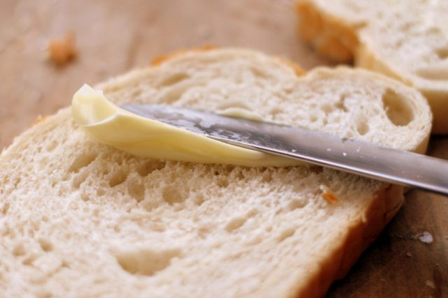 Namazat si chléb s máslem znamená sáhnout hlouběji do peněženky