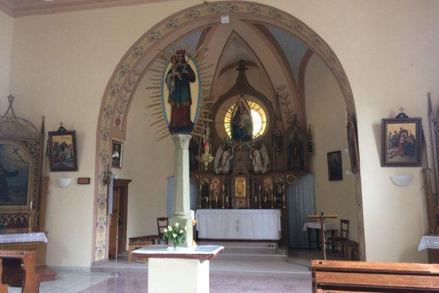 Sloup v kostele připomíná, že jako první na poutním místě stával sloup s obrázkem Panny Marie