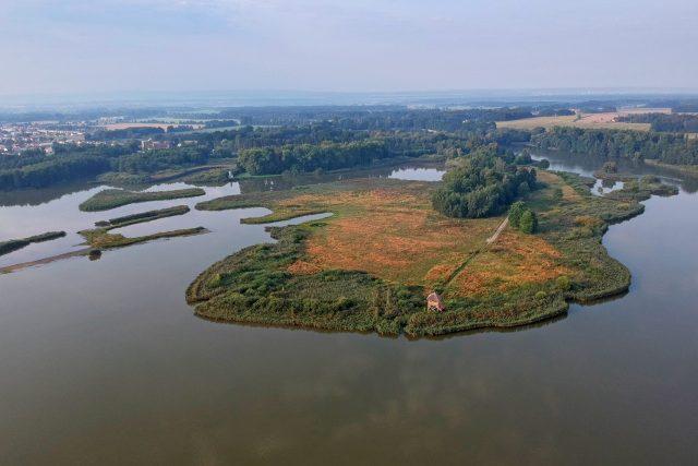 Letecký pohled na soustavu rybníků na Bohdanečsku
