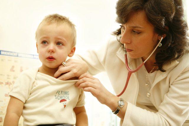 Za lékařem jezdí někteří rodiče až na Kutnohorsko  (ilustrační foto) | foto: Fotobanka Profimedia
