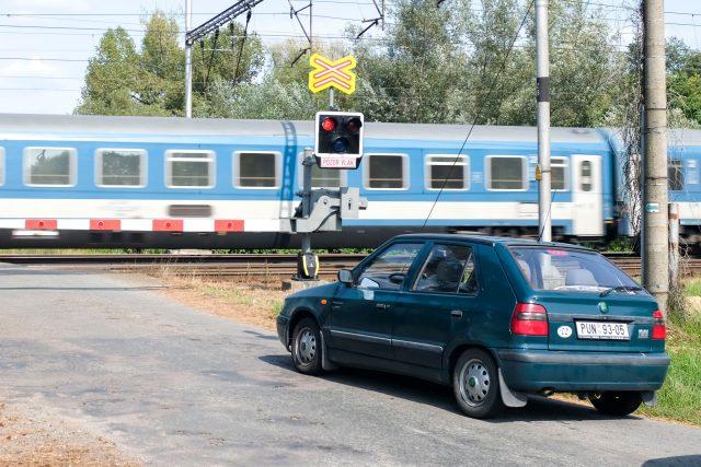Železniční přejezd v Uhersku