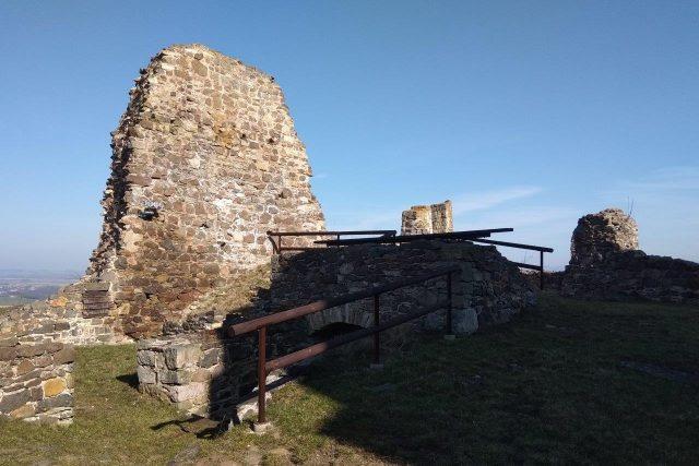 Mohutné hradby dobývala i armáda pozdějšího císaře Karla IV.