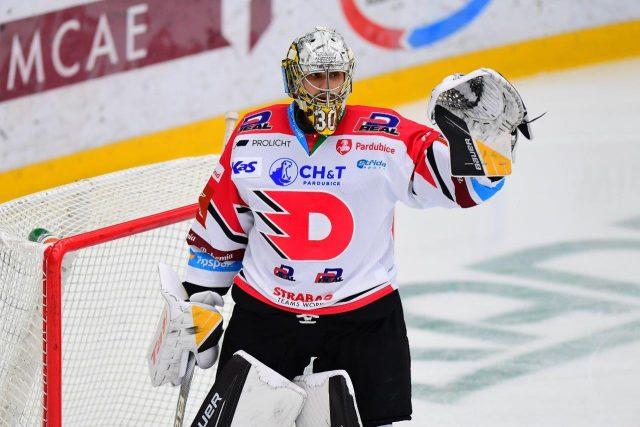 Pardubický hokejový brankář Daniel Vladař | foto: Ladislav Adámek,  HC Dynamo Pardubice