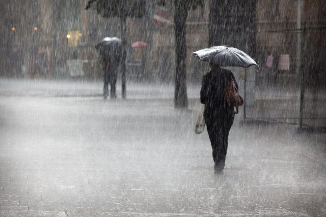 Deštivý den ve městě