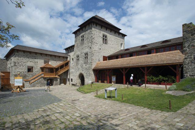 Hrad Kunětická hora se vrátil k podobě, kterou mu vtiskl ve 20. letech minulého století architekt Dušan Jurkovič