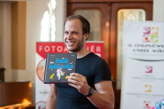 Jiří Švihálek pokřtil knihu Deník jednonožce. V ní zábavnou formou popisuje nejtěžší okamžiky. Po nehodě, kterou nezavinil, přišel o nohu