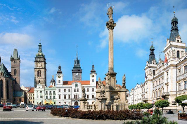 Velké náměstí v Hradci, nebo Pernštýnské v Pardubicích?