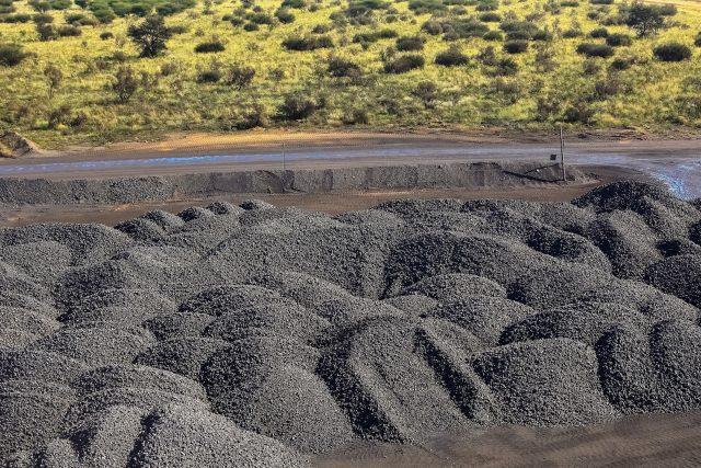 Těžba manganové rudy v Jižní Africe