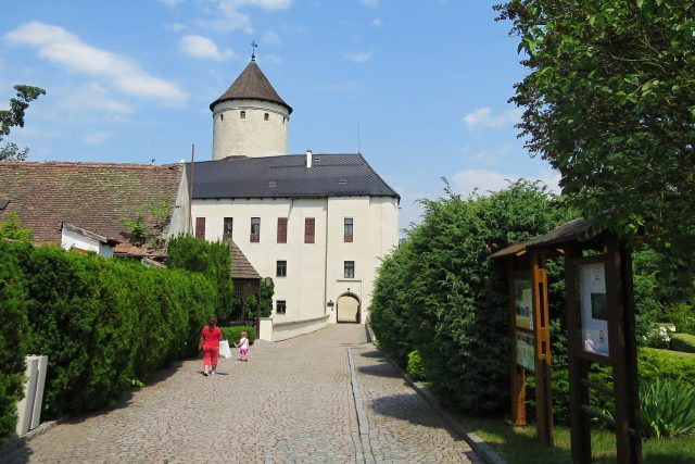 Příchod k hradu Rychmburk v Předhradí