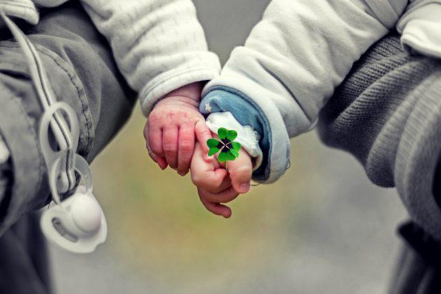 Přibývá dětí,  které čekají na náhradní rodinu. Vhodných pěstounů i adoptivních rodičů je málo  (ilustrační foto) | foto: Fotobanka Pixabay
