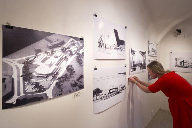 Východočeská galerie v Pardubicích otevřela v Domě U Jonáše výstavu věnovanou pardubickému rodákovi architektu Miroslavovi Řepovi | foto: Josef Vostárek,  ČTK