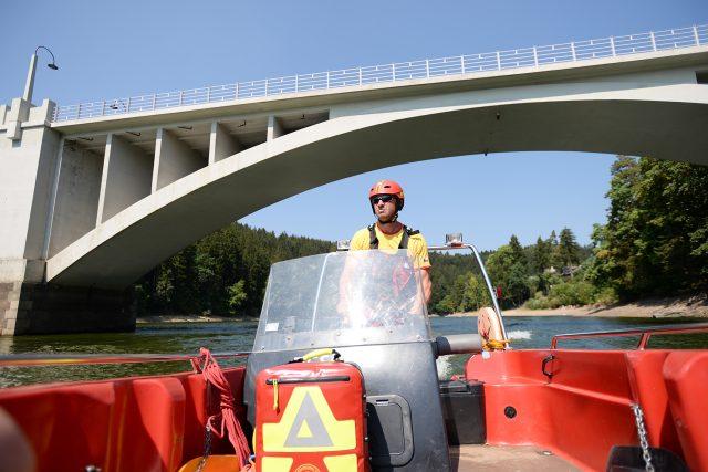 Tým vodní záchranné služby tvoří často členové IZS, třeba policisté