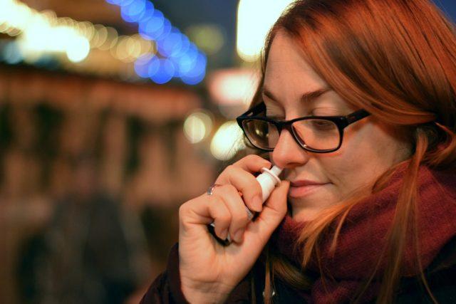Pozor na nosní spreje, mohou vám poškodit sliznici