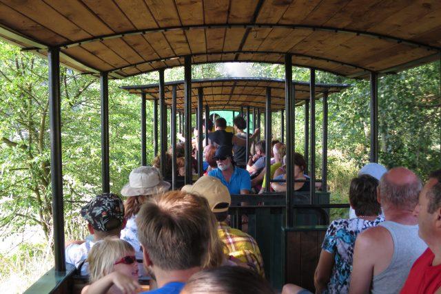 Otevřené vagónky jsou novodobé, byly ale navrženy tak, aby historii připomínaly