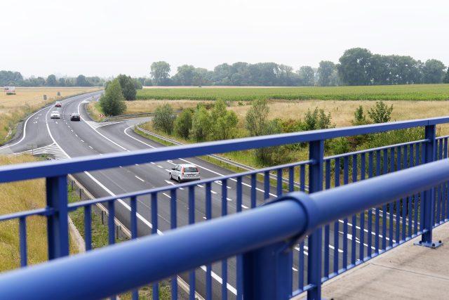 Křižovatka u Dražkovic na silnici I/37 mezi Pardubicemi a Chrudimí