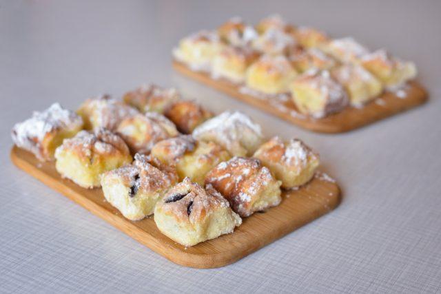 Křehké koláčky Lady Poukové se vám na jazyku rozplynou jak malé sladké polštářky