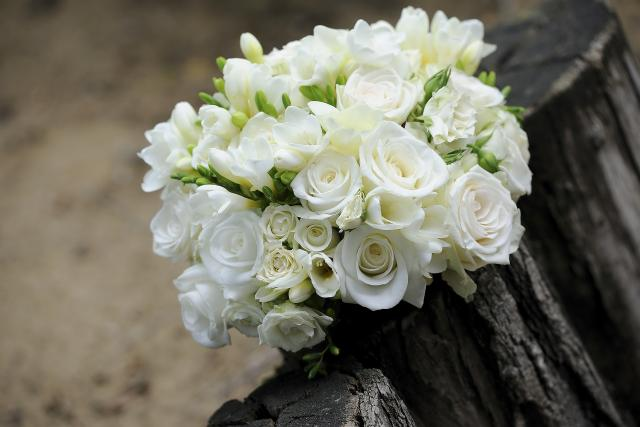Květiny, dekorace i dort - důležité je, aby každý prvek neměl jinou barvu nebo odstín