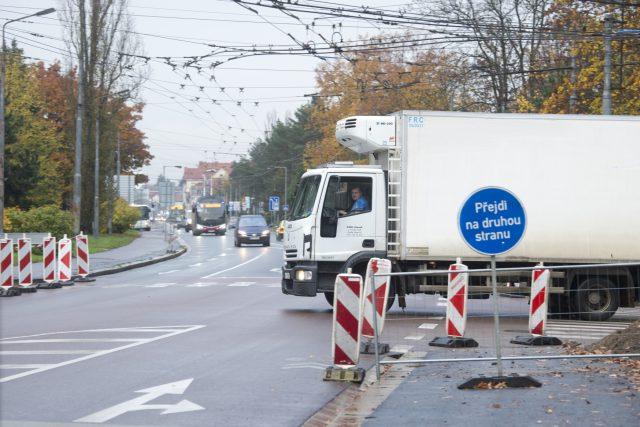 Na křižovatce ulic Teplého a Lexova město Pardubice nechá namontovat semafory | foto: Josef Vostárek,  ČTK