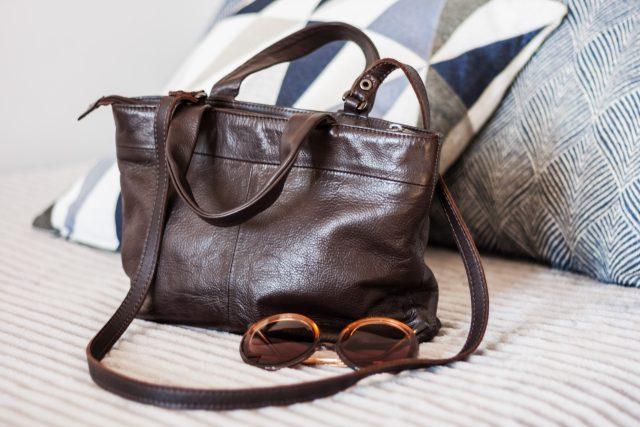 Hnědá kožená dámská kabelka