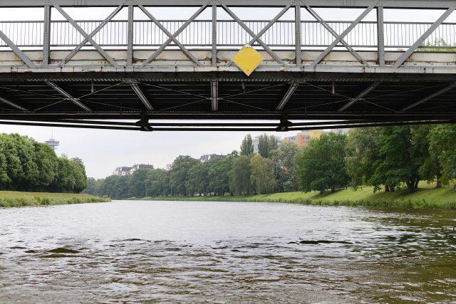 Most kapitána Bartoše a peší lávka přes Labe v Pardubicích