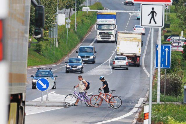 Přecházení silnice I/35 často pro obyvatele Vysokého Mýta není jednoduché