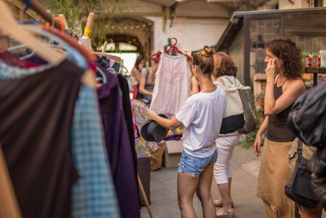 Swap je výměna oblečení nebo jiných předmětů,  které už nepotřebujete | foto: Swap Prague